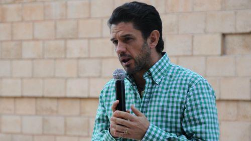 Alejandro Irarragorri durante la develación de la estatua a Chucho Benítez