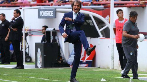 Guillermo Almada explota en juego contra Necaxa