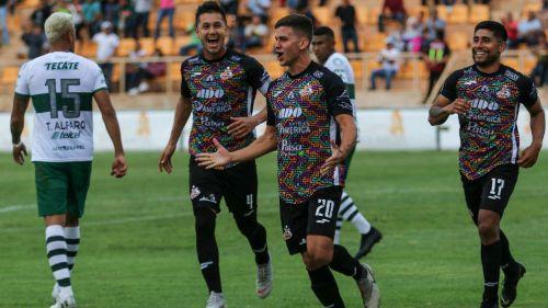 Jugadores de Alebrijes celebran un gol ante el Zacatepec