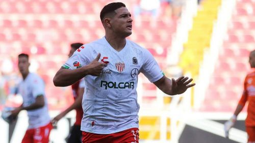 Maximiliano Salas festeja un gol ante Xolos
