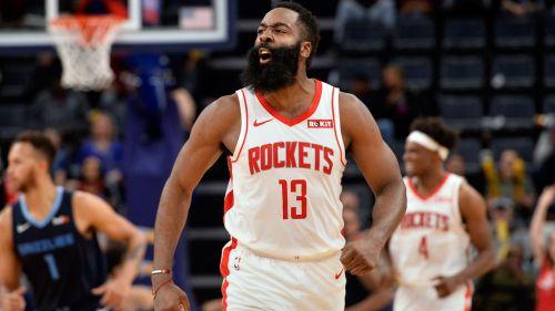 James Harden celebra una victoria de los Rockets