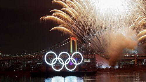 Aros olímpicos en la Bahía de Tokio