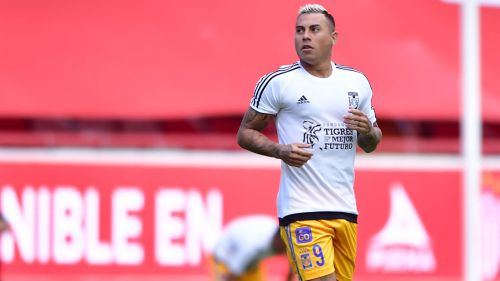Edu Vargas calienta previo a un duelo con Tigres en Liga MX