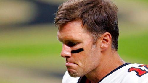 Tom Brady durante el duelo de su equipo