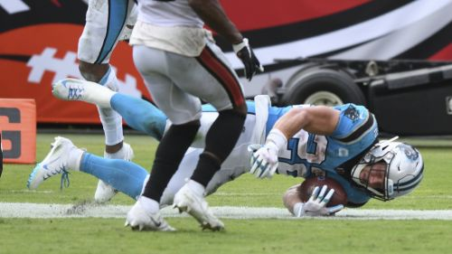 Christian McCaffrey en acción con Panthers