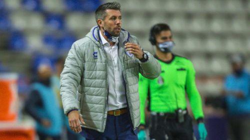Paulo Pezzolano durante el duelo ante los Pumas