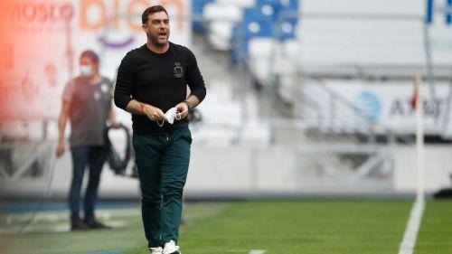 Pablo Guede en el partido vs Rayados