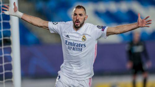 Karim Benzema festeja una anotación con el Real Madrid