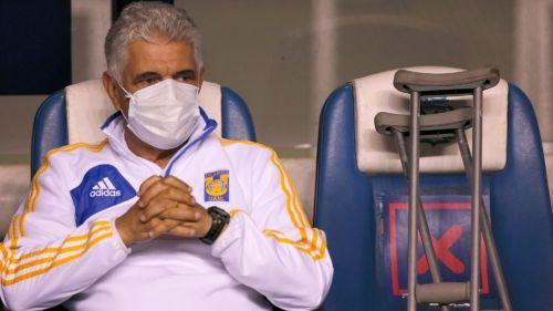 Tuca Ferretti durante el partido de Tigres