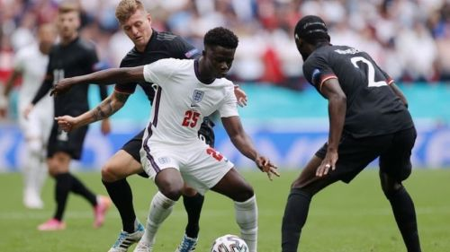 Bukayo Saka en acción durante la Eurocopa 2020