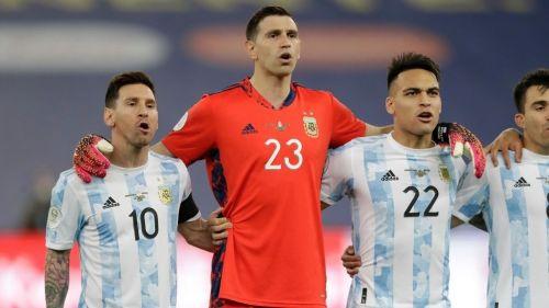 Messi y Martínez en un partido de Argentina