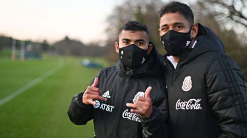 Orbelín Pineda y Luis Romo en un entrenamiento