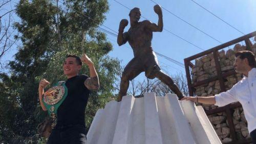 Óscar Valdez homenajeado en Nogales