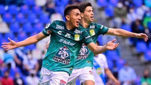 Ángel Mena celebrando el gol a favor del León