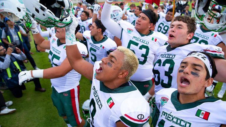 Jugadores de México en el partido contra EU