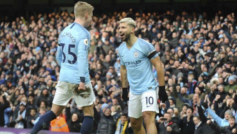 Jugadores del Manchester City festejan un gol