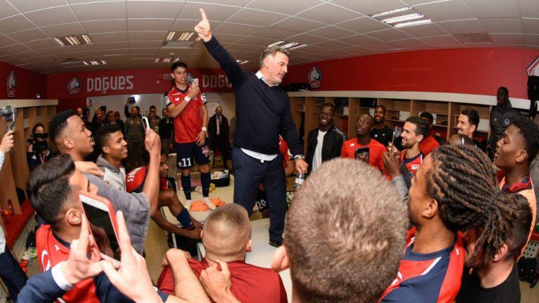Jugadores del Lille celebran su boleto a la Champions League