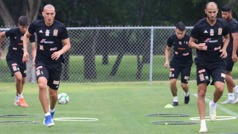 Torres Nilo y Guido Pizarro, durante práctica de Tigres