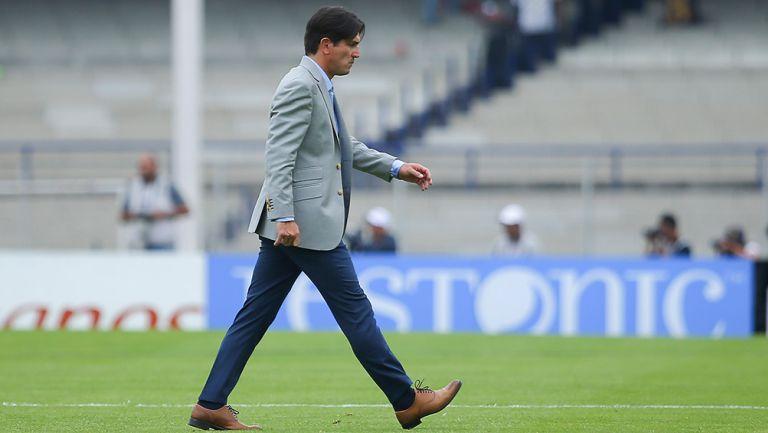 Bruno Marioni abandona cancha del Estadio Olímpico Universitario