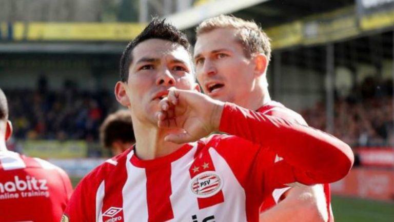 Chucky Lozano celebra uno goles con el PSV