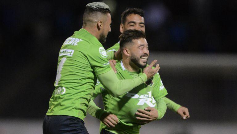 Jugadores de Juárez en festejo de gol