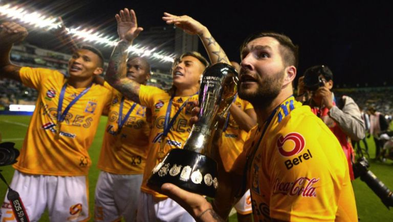 Jugadores de Tigres festejan tras conquistar el Clausura 2019
