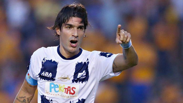 Loco Abreu, durante un juego de Leyendas con Monterrey