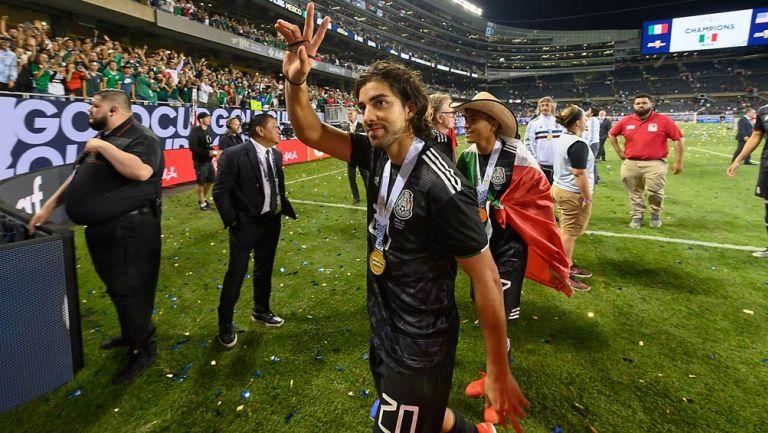 Rodolfo Pizarro celebra el título de Copa Oro con la Selección Mexicana