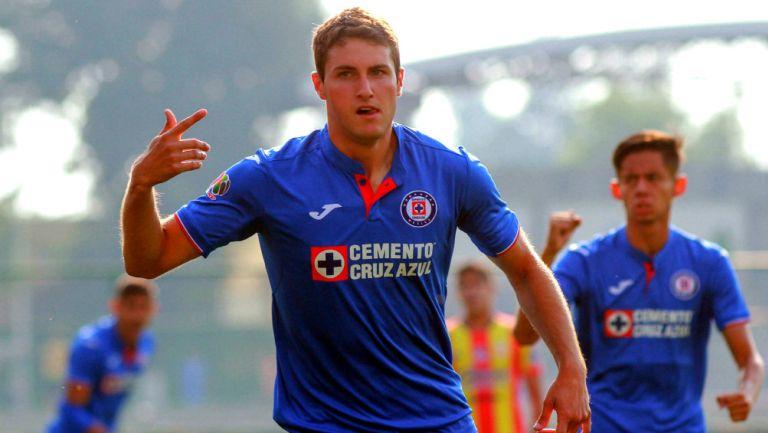 Santiago Giménez celebra un gol con Cruz Azul Sub 20