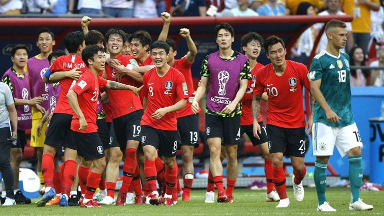 Jugadores de Corea del Sur festeja victoria contra Alemania