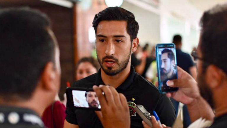 Elemento de Juárez durante su llegada al aeropuerto