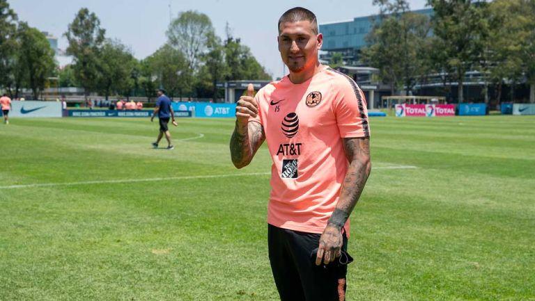 Nico Castillo durante un entrenamiento con América