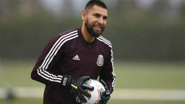 Jonathan Orozco, durante una práctica con la Selección Mexicana