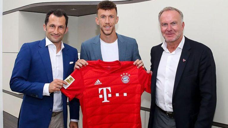 Ivan Perisic posa con la camiseta del Bayern Munich