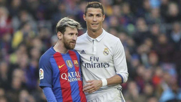 Cristiano Ronaldo y Messi durante un Clásico de España