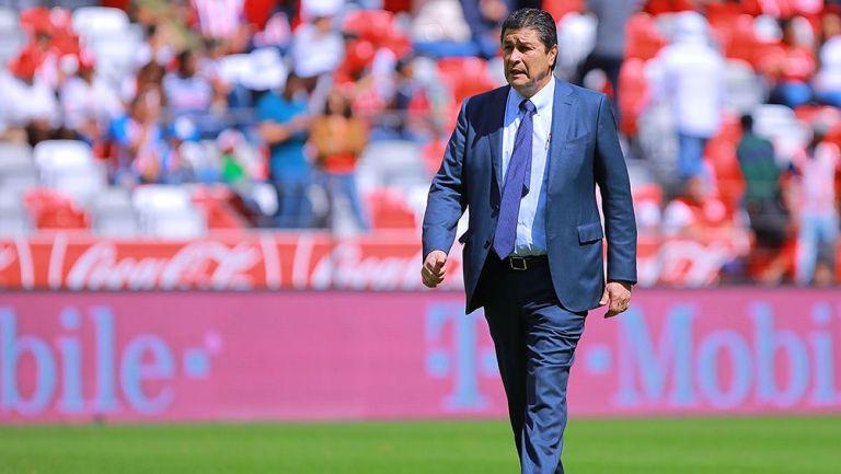 Luis Fernando Tena en un partido con Chivas