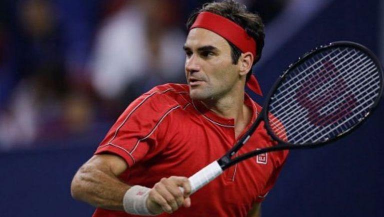 Roger Federer con una raqueta en un juego