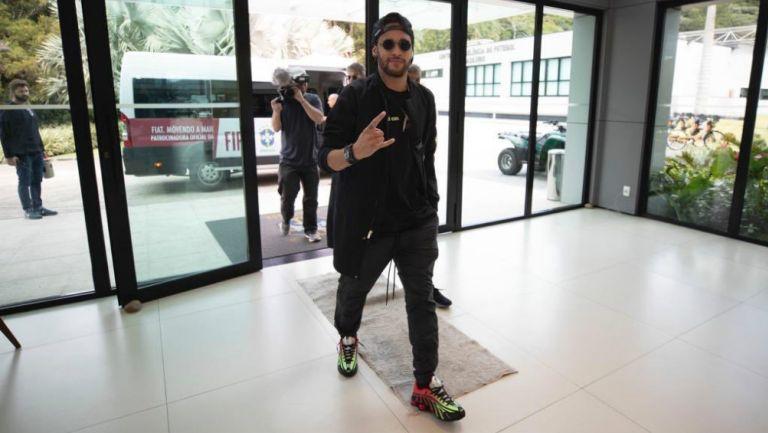 Neymar llegando a la concentración de la Selección de Brasil
