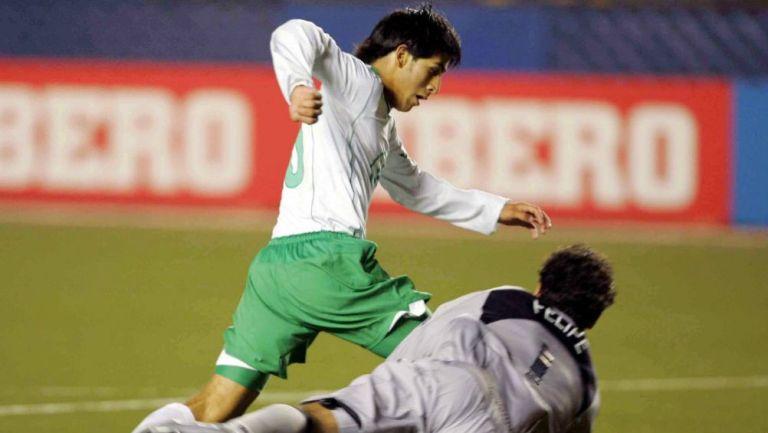 El delantero esquiva al portero de Brasil y se prepara para marcar en la Final del Mundial Sub 17 hace 14 años