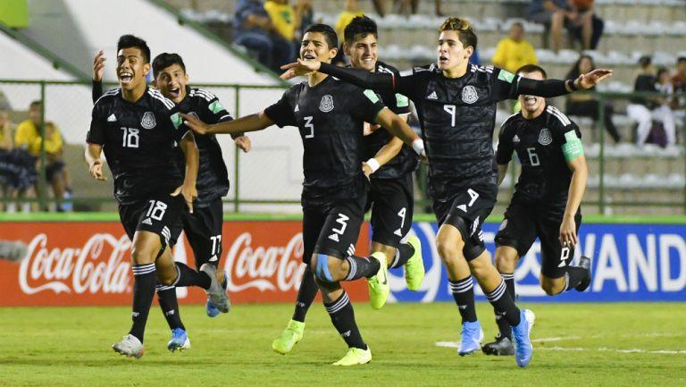 México celebrando pase a la Semifinal del Mundial Sub17