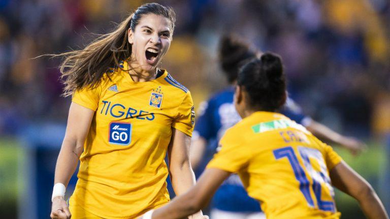 Jugadoras de Tigres Femenil festejan un gol