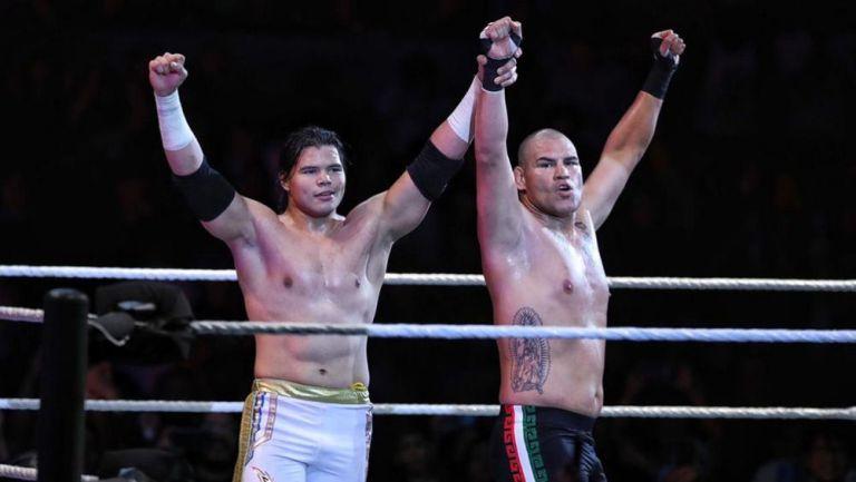 Caín Velásquez y Humberto Carrillo festejan su victoria