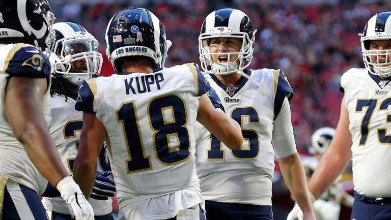 Jared Goff y Cooper Kupp celebran un touchdown