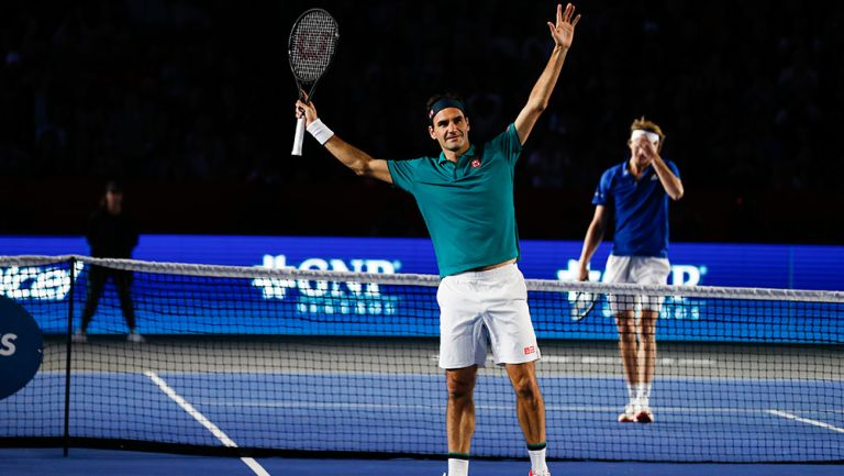 Federer celebra su triunfo contra Zverev en México