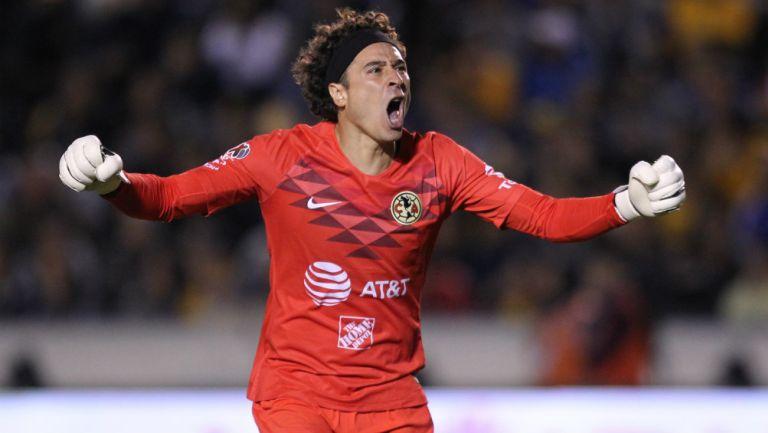 Guillermo Ochoa celebrando un gol del América