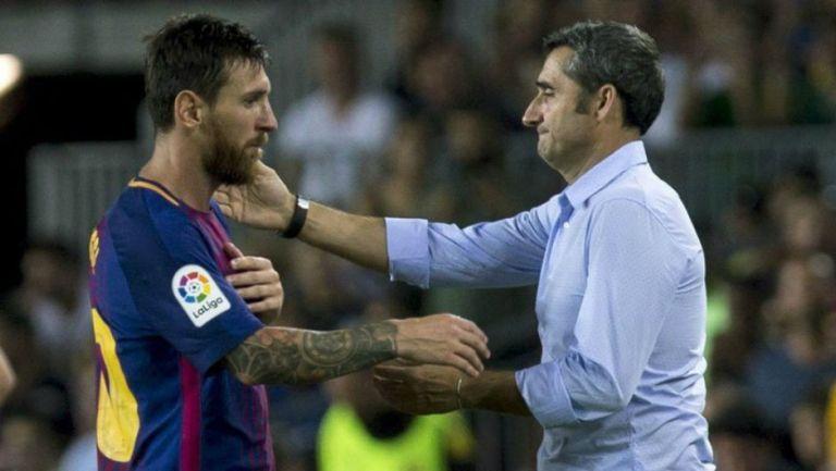 Lionel Messi y Ernesto Valverde en saludo