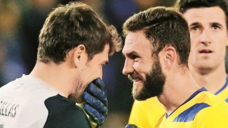 Iker Casillas y Miguel Layún en un juego con el Porto