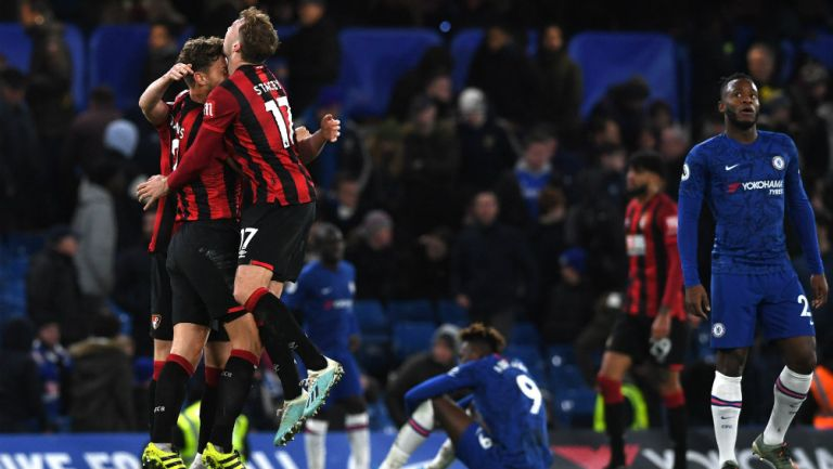 Jugadores del Bournemouth celebran el gol de Dan Gosling