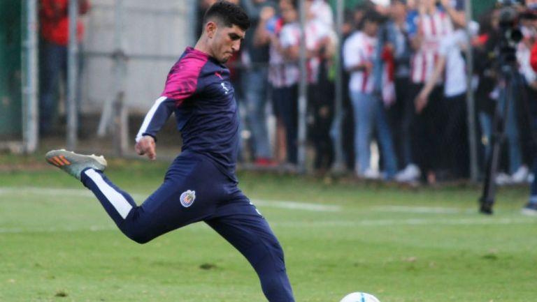 Guzmán, en un entrenamiento de Chivas