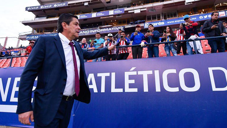 Luis Fernando Tena en el partido contra San Luis
